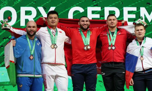 Simon Martirosyan sets world record