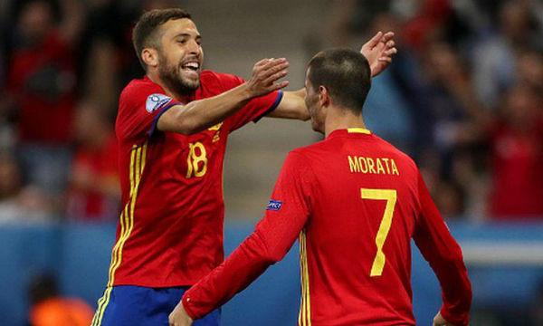 Jordi Alba welcomes Alvaro Morata at Barcelona