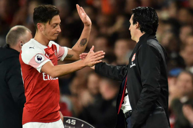 Unai Emery and Mesut Ozil